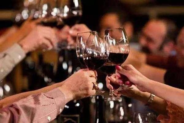 干红与普通葡萄酒的区别 葡萄酒颜色的区别