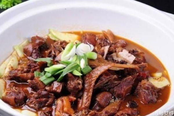 鸭肉和羊肉能可以一起炖吗 鸭肉和羊肉哪个营养价值高
