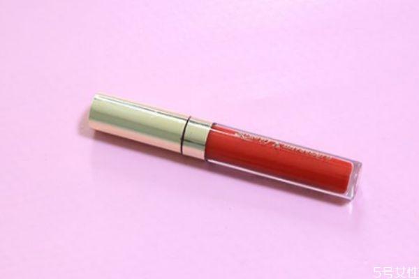 一支唇釉可以用多久 唇釉没用完怎么倒出来