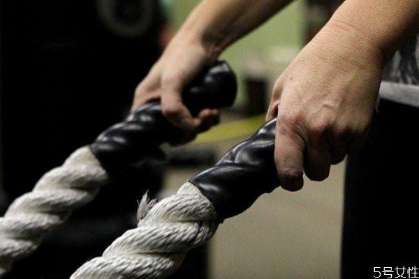战绳可以减肥吗 战绳和跑步哪个燃脂快