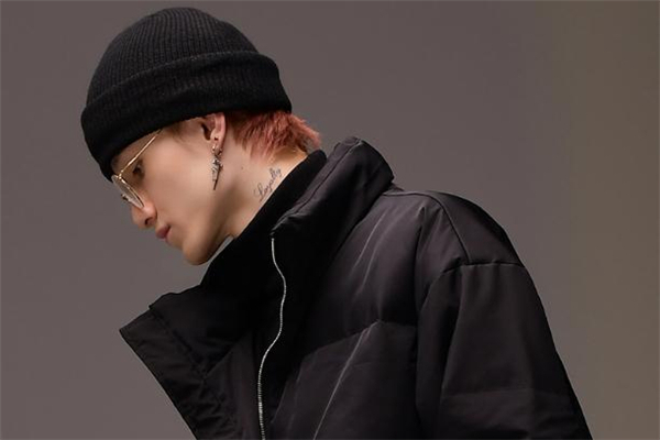 男生戴什么颜色冷帽好看 男士冷帽什么颜色好看