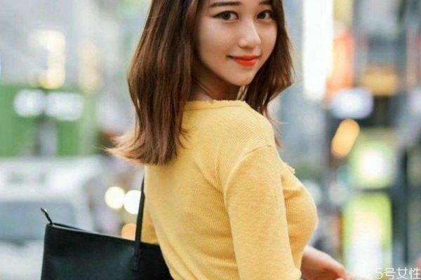 黄卫衣搭什么颜色外套 黄色和什么颜色搭配好看