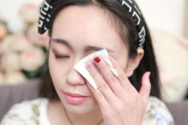 眼部卸妆步骤是什么 眼部怎样卸妆才干净