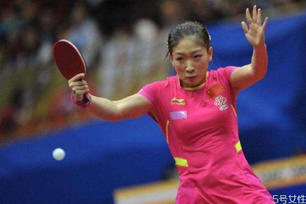 为什么乒乓球是中国国球 乒乓球拍一面红色一面黑色