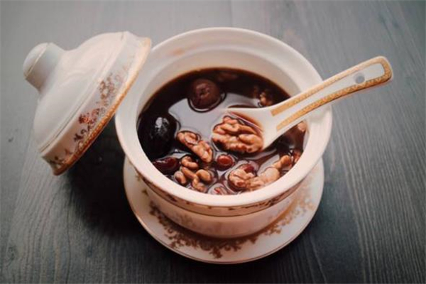 桂圆红枣汤能加蜂蜜吗 桂圆红枣汤放红糖还是冰糖