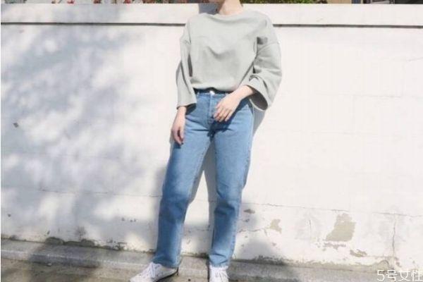牛仔裤第一次洗是用盐还是白醋 牛仔裤第一次清洗注意