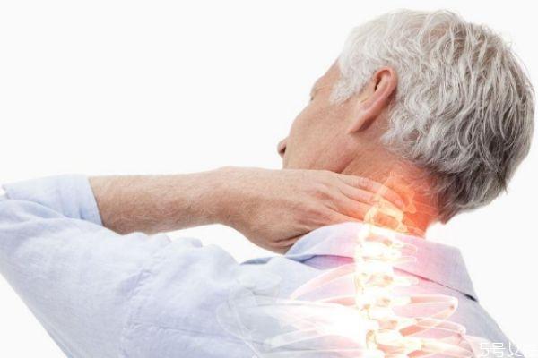 颈椎病分型有几种 颈椎病是怎么引起的
