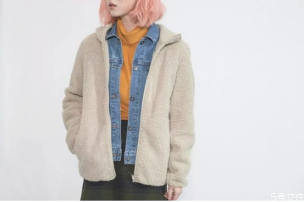 摇粒绒和羊羔绒哪个暖和 摇粒绒可以在几度穿