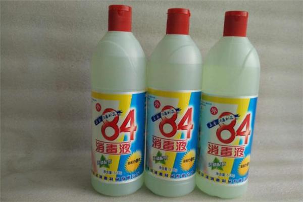 84消毒液怎么消毒房间 84消毒液能喷在衣服上吗