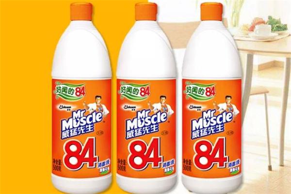 84消毒液能和酒精一起用吗 84消毒液能喷在床上吗