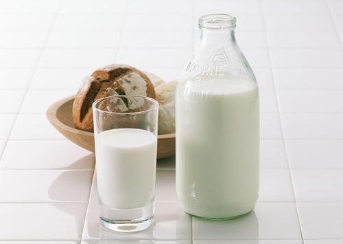女人适合喝酸奶还是牛奶 早晨适合喝酸奶还是牛奶