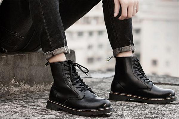 男生穿什么颜色马丁靴好看 男士马丁靴颜色推荐