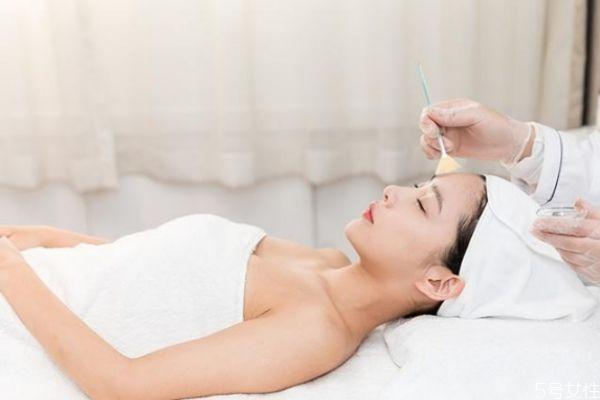 睡前护肤有哪些技巧 睡前如何保养皮肤