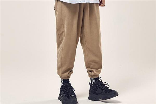 束脚运动裤什么颜色好看 束脚运动裤流行什么颜色