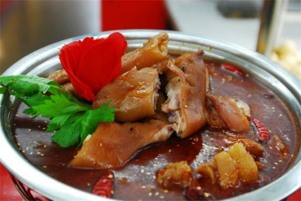 腊猪脚火锅的做法 腊猪脚不能和什么一起吃