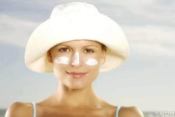涂完水乳可以直接涂防晒霜吗 乳液后多久用防晒霜