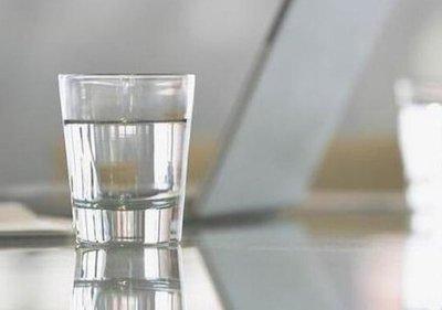 牙龈肿痛含盐水有用吗 漱口用浓盐水还是淡盐水