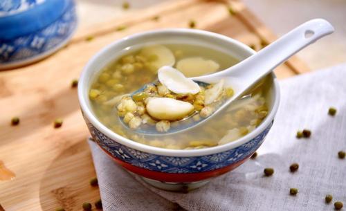绿豆汤放红糖和白糖哪个好 夏季绿豆汤怎么放冰箱不坏
