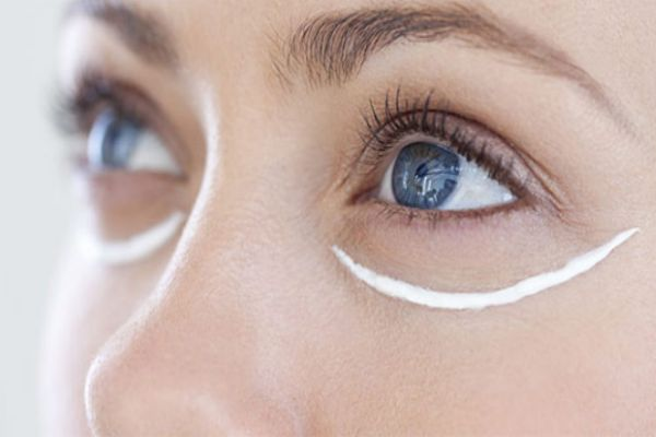 去除皱纹眼霜什么好 告诉你怎样涂好眼霜
