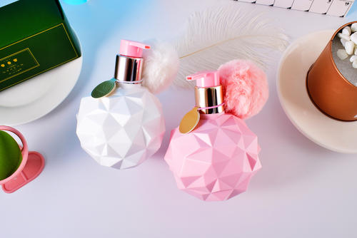 ynm香水型身体乳好用吗 ynm香水型身体乳油腻吗