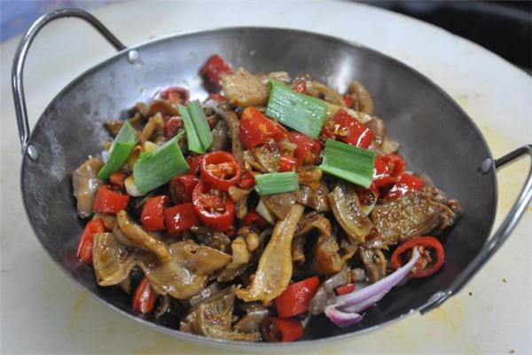 干锅牛杂的做法 干锅牛杂吃了会上火吗