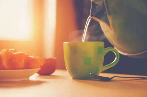 每天喝热水的好处 喝热水体温会升高吗
