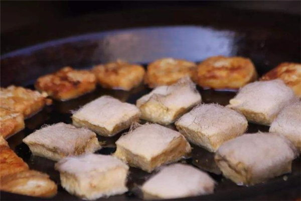 毛豆腐不能和什么一起吃 毛豆腐可以多吃吗