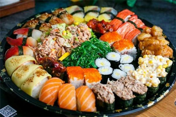 寿司放冰箱能放多久 寿司放冰箱第二天还能吃吗