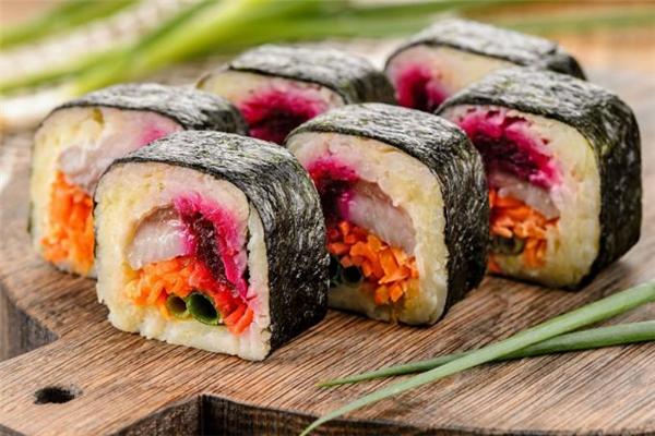 没吃完的寿司怎么保存 寿司常温下隔夜还能吃吗