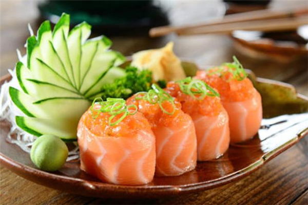 寿司和饭团哪个更容易长胖 一盒寿司热量大概多少