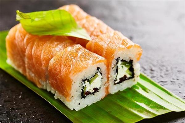 隔夜的米饭可以做成寿司吗 冬天寿司可以隔夜吃吗