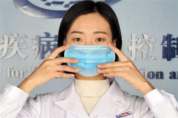 戴口罩脸上长痘痘怎么办 戴口罩为什么会长痘痘
