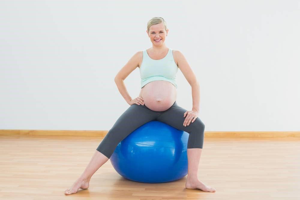 瑜伽球可以帮助顺产吗 孕期练瑜伽球有什么好处
