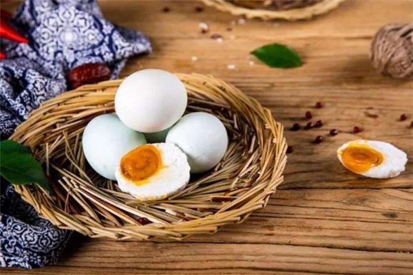 咸鸭蛋可以蒸着吃吗 咸鸭蛋怎么蒸