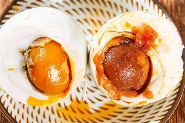 糖尿病患者可以吃咸鸭蛋吗 经期能吃咸鸭蛋吗