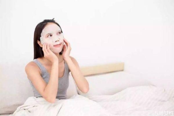 化妆前要涂抹面霜还是敷面膜 化妆前敷面膜有用吗