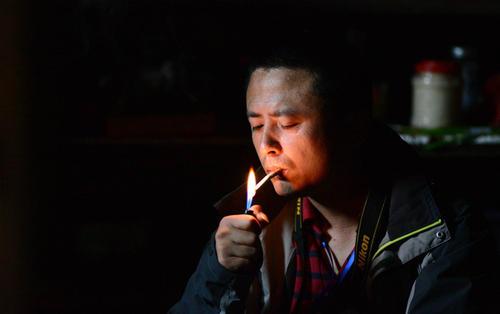 男性抽烟对怀孕有哪些伤害 男性戒烟多久适合要孩子
