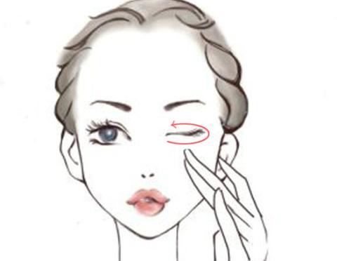 四十岁女性适合用什么眼霜 涂眼霜的正确手法