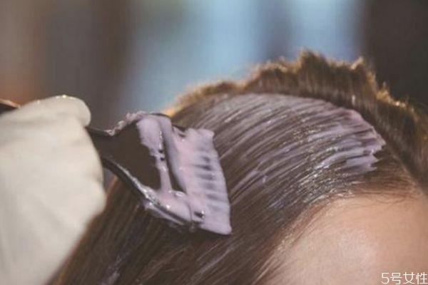 第一天染发第二天可以洗吗 染发后一天洗头会怎样