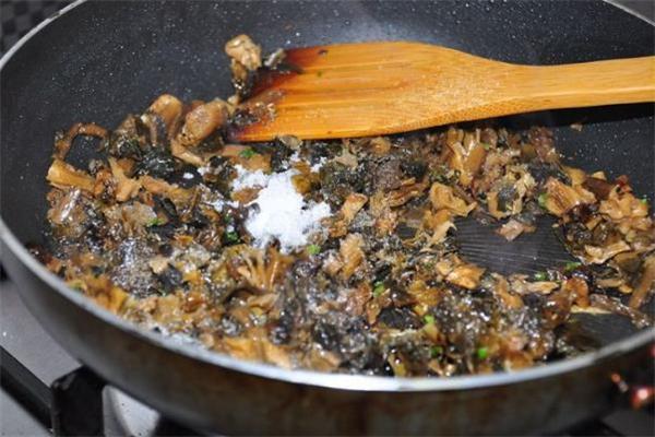 梅干菜吃多了会上火吗 梅干菜吃多了会便秘吗