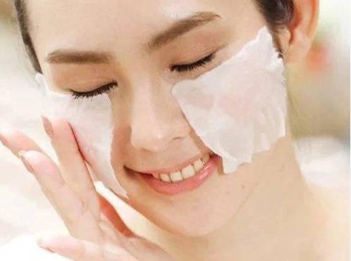睡前为什么不适合涂太多护肤品 为什么补水之后还要保湿