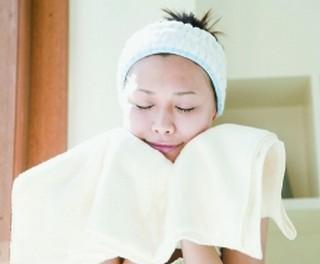 去角质前可以热毛巾敷多久 每天热毛巾敷脸会怎样