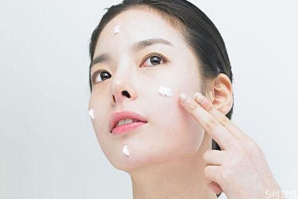 脸部缺水可以天天敷面膜吗 脸干补水最好土方法
