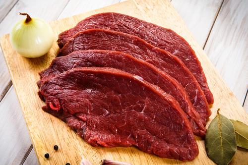健身吃牛肉干图片