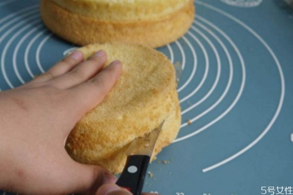 自制蛋糕的简单做法 自制蛋糕怎么做蓬松