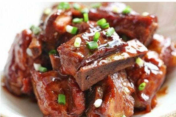 红烧排骨怎么做好吃 红烧排骨的简单做法