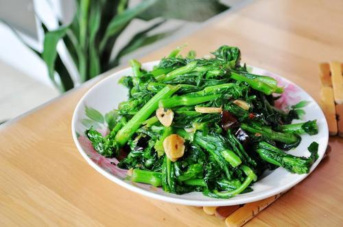 油菜可以生吃吗 吃油菜要注意什么