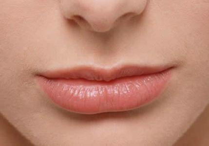 嘴唇周围皮肤暗沉的原因 嘴唇周围皮肤暗沉怎么处理