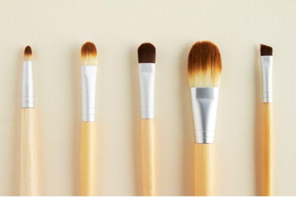 眼影刷和唇刷的区别是什么 怎么区分眼影刷和唇刷
