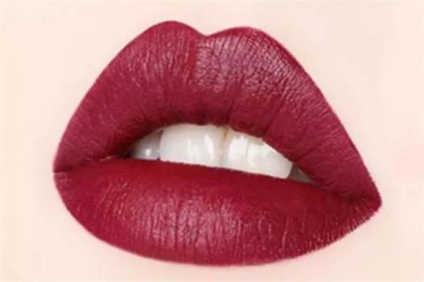 美宝莲接吻棒试色 美宝莲接吻棒哪个颜色好看